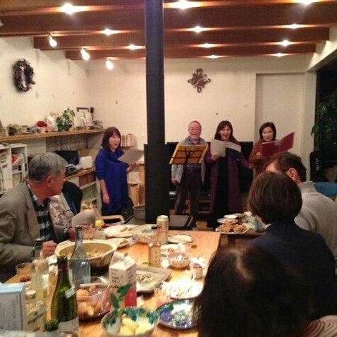 続ホームパーティこの写真で歌ってるのはコーラス曲「大切なもの」と、フィガロの結婚のデュエット